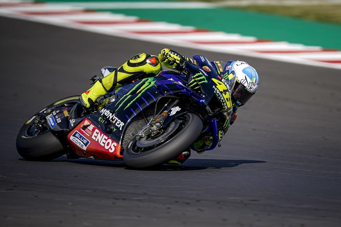 Valentino Rossi ketinggalan 0,3 detik dari Maverick Vinales yang menjadi pole seater