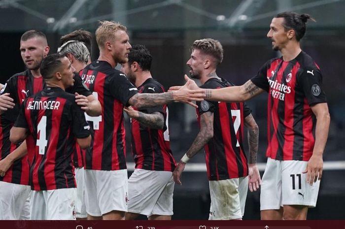 Para pemain AC Milan merayakan gol yang dicetak Zlatan Ibrahimovic ke gawang Bologna pada laga pekan pertama Liga Italia, Senin (21/9/2020).