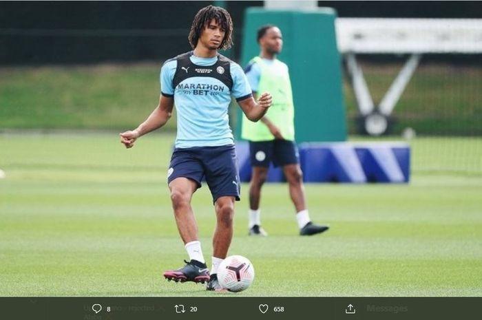 Bek Manchester City, Nathan Ake.