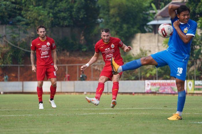 Laga uji coba Persija Jakarta melawan Bhayangkara FC di Lapangan SNN, Depokk, Jawa Barat, Rabu (23/9/2020).