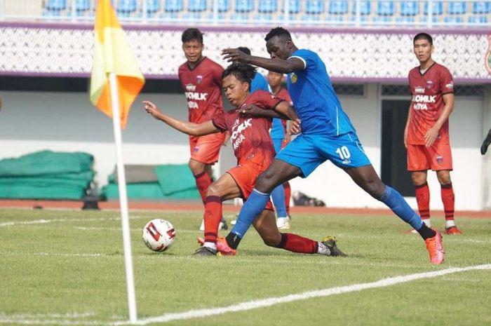 Laga uji coba Persita Tangerang melawan Bhayangkara FC di Stadion Sport Center, Sabtu (19/9/2020).
