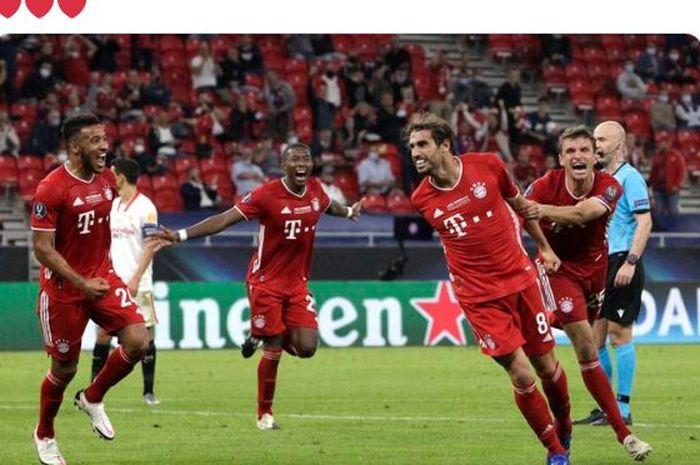 Gelandang Bayern Muenchen, Javi Martinez, merayakan gol yang dicetak ke gawang Sevilla dalam laga Piala Super Eropa di Stadion Puskas Arena, Kamis (24/9/2020).