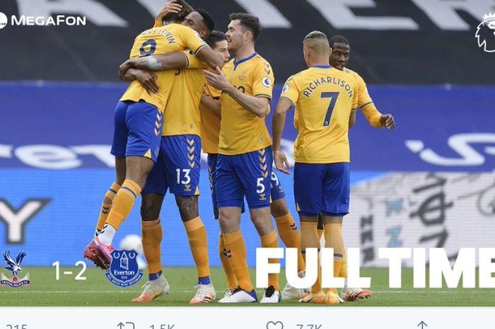 Everton untuk sementara memuncaki klasemen Liga Inggris setelah meraih kemenangan ketiga secara berturut-turut.