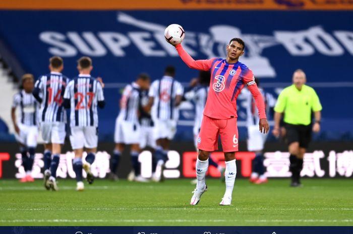 Ekspresi Thiago Silva kala Chelsea melawan West Bromwich Albion pada laga pekan ketiga Liga Inggris.