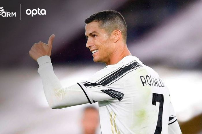 Megabintang Juventus, Cristiano Ronaldo, berhasil mencatatkan rekor 450 gol saat melawan AS Roma.