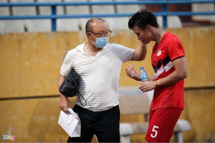 Kapten Timnas Vietnam, Que Ngoc Hai, bersama pelatih Timnas Vietnam, Park Hang-seo.