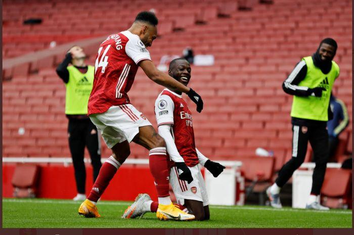 Nicolas Pepe, merayakan gol bersama Pierre-Emerick Aubameyang dalam laga Arsenal vs Sheffield United di Liga Inggris, Minggu (4/10/2020) di Emirates Stadium.