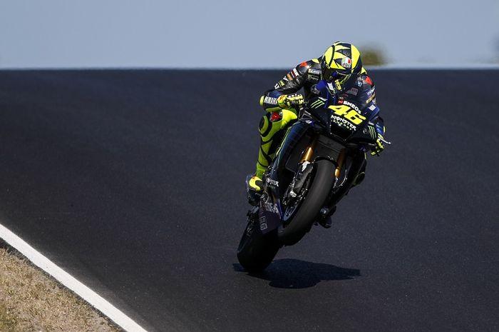 Pembalap Monster Energy Yamaha, Valentino Rossi, saat mencoba Sirkuit Algarve di Portimao, Portugal, 7 Oktober 2020. Sirkuit Algarve akan menjadi tuan rumah seri MotoGP Portugal pada akhir musim ini.