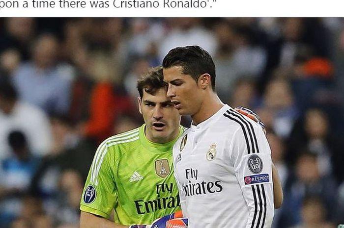 Iker Casillas dan Cristiano Ronaldo berbicara saat masih memperkuat Real Madrid.