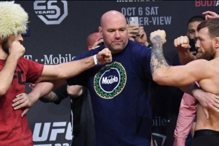 Sesi staredown antara Khabib Nurmagomedov dan Conor McGregor menjelang UFC 229.