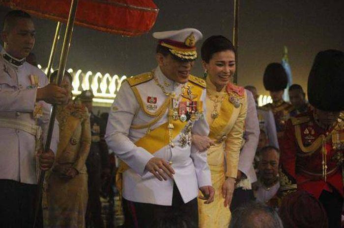 Punya Harta Rp1.032 Triliun dan Puluhan Selir, Ternyata Inilah Satu-satunya Wanita Kesayangan Raja Thailand Vajiralongkorn, Dulu Hanya Simpanan Kini Jadi Permaisuri - Sosok