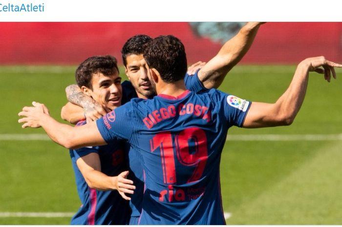 Luis Suarez merayakan gol bersama Diego Costa dan Manu Sanchez dalam laga Celta Vigo vs Atletico Madrid di Liga Spanyol, Sabtu (17/10/2020) di Balaidos.
