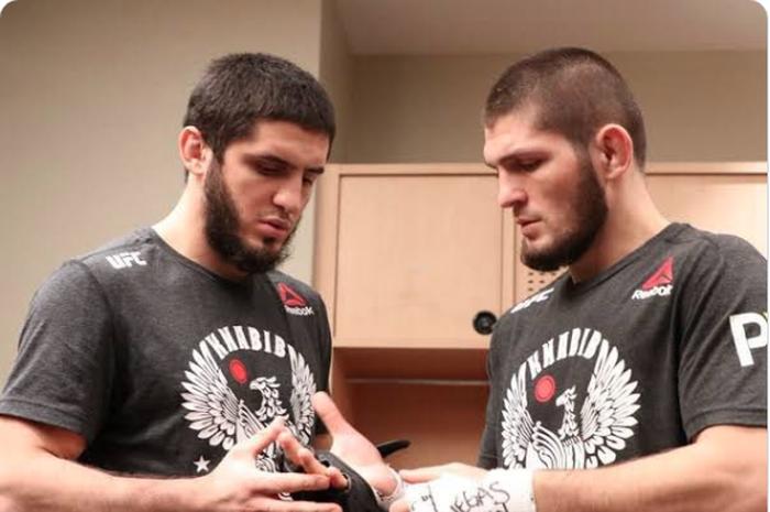 Para petarung UFC, Islam Makhachev (kiri) dan Khabib  Nurmagomedov.