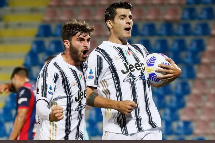 Alvaro Morata merayakan gol yang dicetaknya dalam laga Crotone vs Juventus di Liga Italia, Sabtu (17/10/2020) di Ezio Scida.
