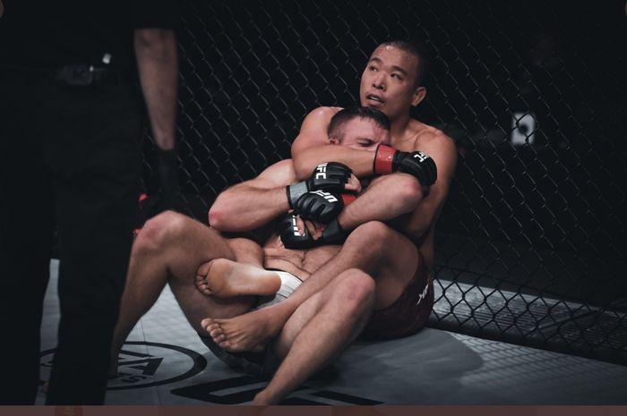 Korban pertama Khamzat Chimaev, John Phillips, kalah telak di UFC Fight Island 6, Minggu (18/10/2020) WIB.