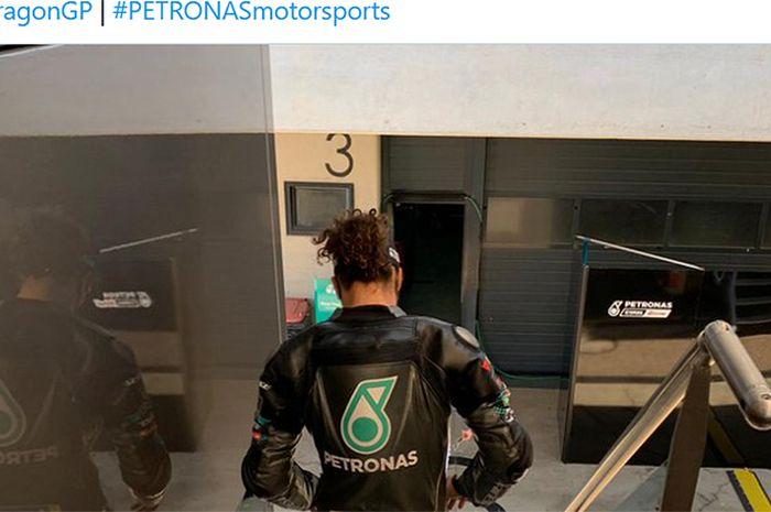 Pembalap Petronas Yamaha SRT, Franco Morbidelli, sat tengah bersiap-siap untuk sesi latihan bebas ketiga MotoGP Aragon di Sirkuit Aragon, Spanyol, 17 Oktober 2020.