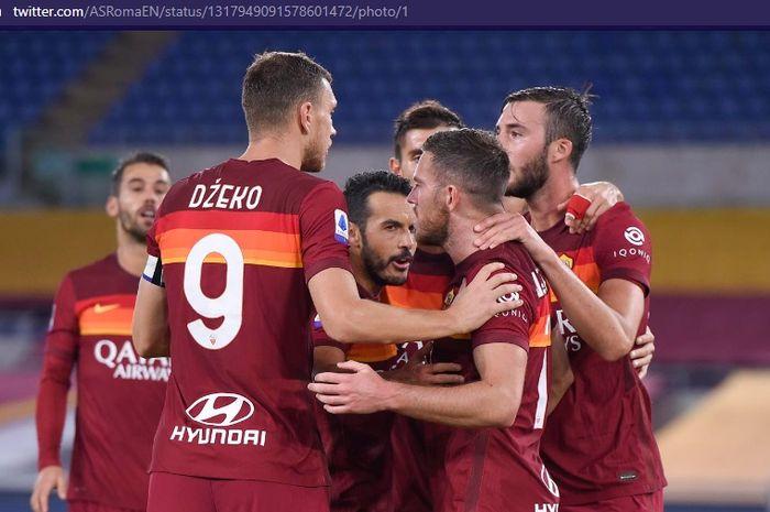 Para pemain AS Roma merayakan gol ke gawang Benevento dalam laga pekan keempat Liga Italia, Senin (19/10/2020) pukul 01.45 WIB.