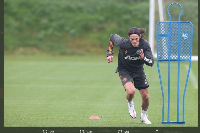 Edinson Cavani saat menjalani sesi latihan di Manchester United.