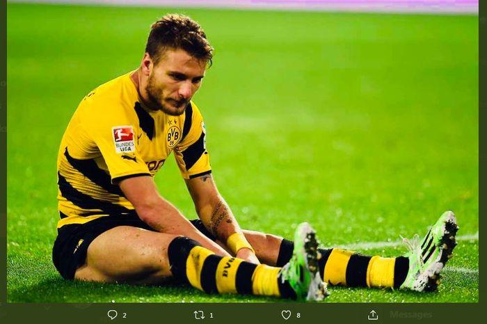 Ekspresi lesu Ciro Immobile saat membela Borussia Dortmund.