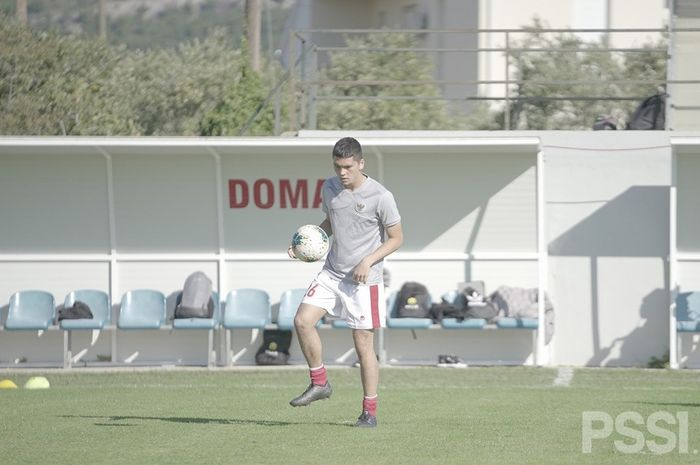 Pemain keturunan Indonesia-Jerman, Kelana Mahessa saat menjalani latihan bersama timnas U-19 Indonesia di Kroasia.