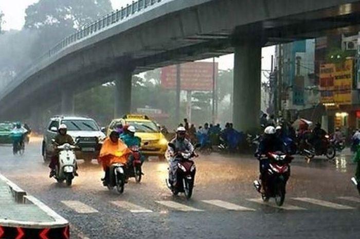 Musim Hujan Akan Tiba, Perhatikan Hal Penting Ini Saat Berkendara