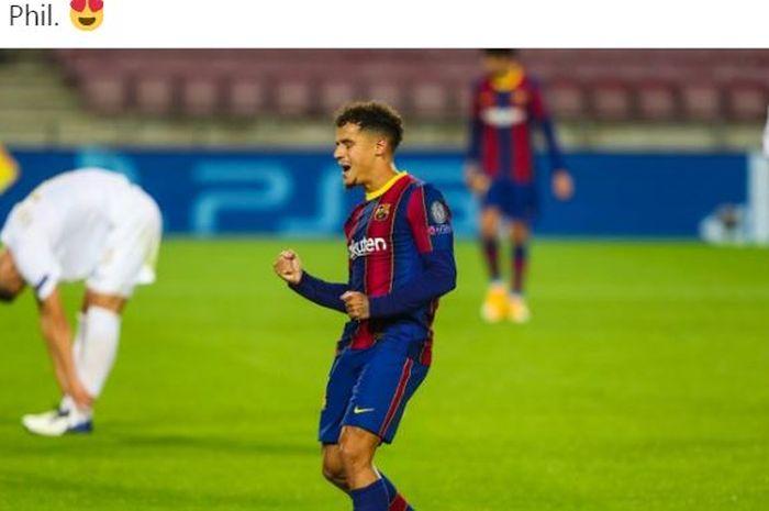 Gelandang Barcelona, Philippe Coutinho, merayakan gol ke gawang Ferencvaros dalam laga Grup G Liga Champions di Stadion Camp Nou, Selasa (20/10/2020).