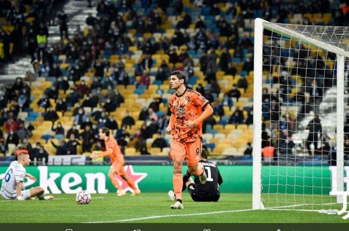 Alvaro Morata mencetak gol Juventus ke gawang Dynamo Kyiv dalam partai Liga Champions di Stadion Olimpiyskiy, 20 Oktober 2020.