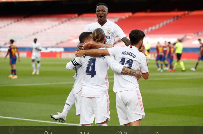 Para pemain Real Madrid turut merayakan gol penalti yang dicetak Sergio Ramos ke gawang Barcelona dalam laga el clasico jilid satu, Sabtu (24/10/2020).