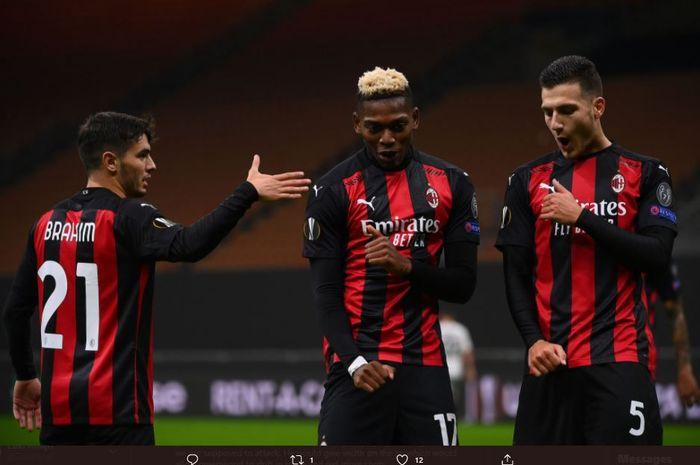 Bek kanan buangan Manchester United, Diogo Dalot, tampil menggila dan berhasil membawa AC Milan berpesta di San Siro.