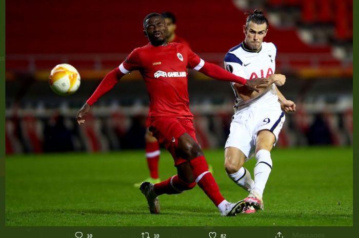 Gareth Bale beraksi dalam laga Liga Europa antara Royal Antwerp vs Tottenham Hotspur.