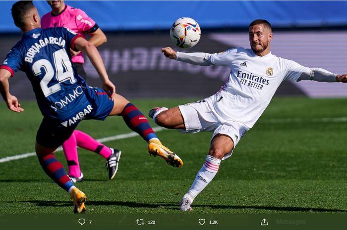 Eden Hazard berlaga kembali setelah pulih dari cedera untuk membantu Real Madrid menekuk Huesca, 31 Oktober 2020.