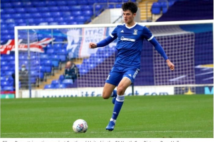 Aksi Elkan Baggott saat membela Ipswich Town U-18 kontra Southend United, Selasa (3/11/2020).