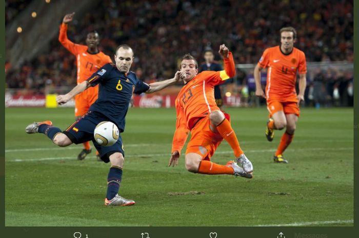 Momen Andres Iniesta mencetak gol kemenangan timnas Spanyol atas timnas Belanda di final Piala Dunia 2010.