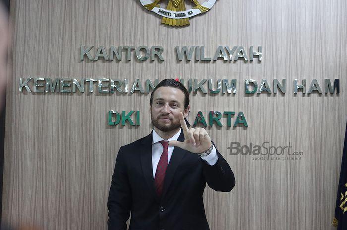 Pemain Persija, Marc Klok, resmi menjadi warga negara Indonesia, Kamis (12/11/2020).