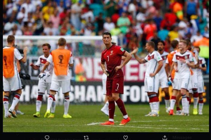 Cristiano Ronaldo terpaku saat timnas Portugal dibantai timnas Jerman di Piala Dunia 2014.