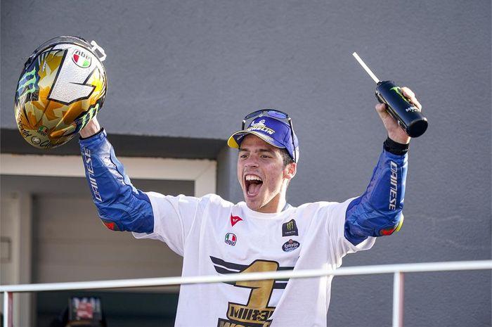 Pembalap Suzuki Ecstar, Joan Mir, menjadi juara MotoGP musim 2020 setelah seri balap GP Valencia di Sirkuit Ricardo Tormo, Spanyol, 15 November 2020.