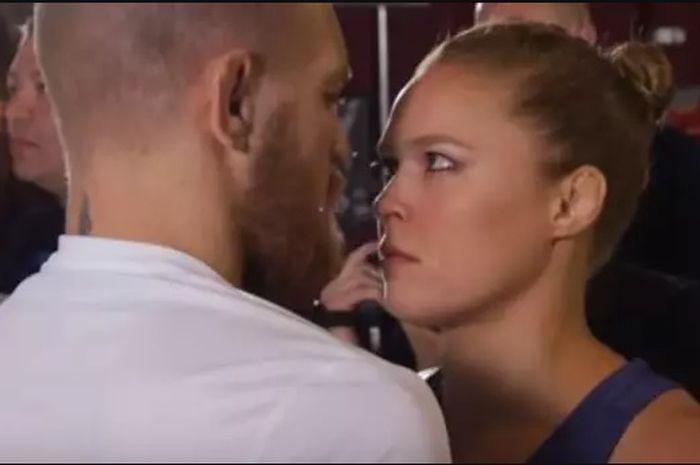 Conor McGregor dan Ronda Rousey saat saling bertatap muka.