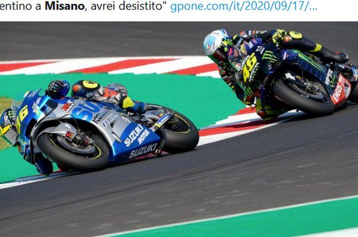 Pembalap Suzuki Ecstar, Joan Mir, finis di depan Valentino Rossi (Monster Energy Yamaha) pada balapan MotoGP San Marino di Sirkuit Misano, Italia, 13 September 2020.