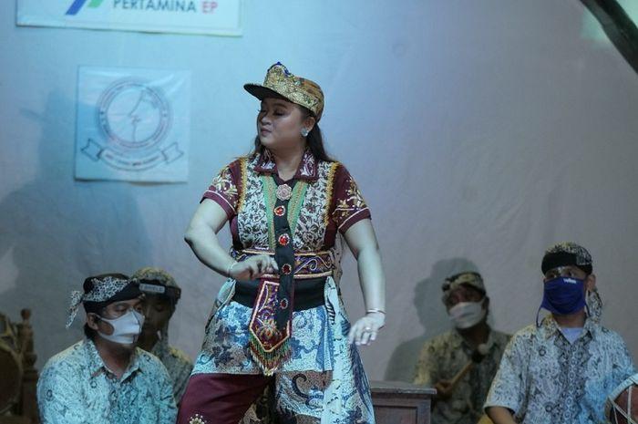 Aerli Rasinah, generasi ke-11 penerus Tari Topeng Mimi Rasinah