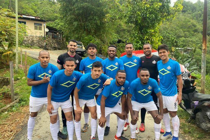 Kapten Persipura Jayapura, Boaz Solossa, tergabung ke dalam klub futsal Black Steel