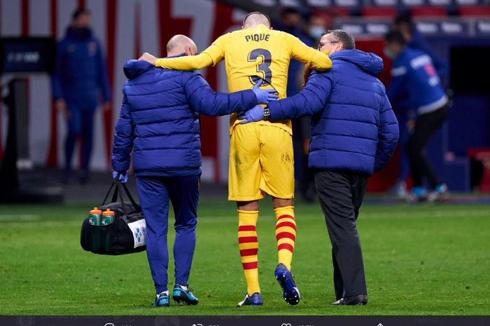 Bek tengah Barcelona, Gerard Pique, mengalami cedera lutut usai membela timnya kala berjumpa Atletico Madrid,  Minggu (22/11/2020) dini hari WIB.
