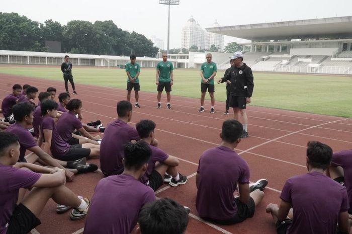Shin Tae-yong saat memantau TC timnas U-19 Indonesia pada Agustus 2020 lalu.