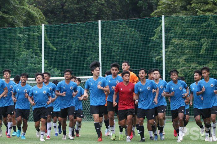 Para pemain timnas U-19 Indonesia saat menjalani pemusatan latihan (TC) di Stadion Madya, Jakarta.