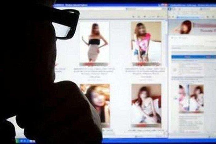 Prostitusi Online Menyediakan Layanan Seks Threesome, Polisi Ungkap Tarif Main Bareng Dua Artis Ini