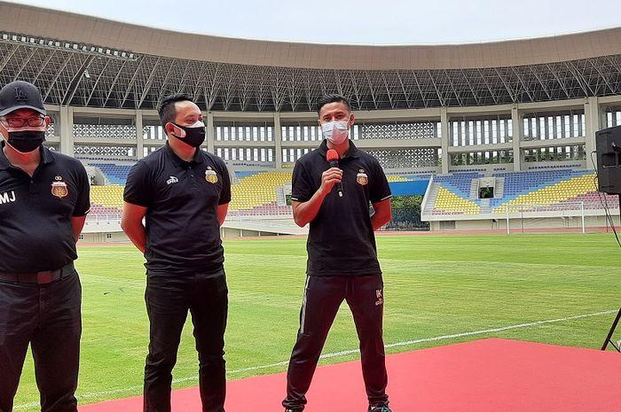 Kapten Bhayangkara Solo FC, Indra Kahfi, saat menjawab pertanyaan wartawan di Stadion Manahan, Solo, Jumat (27/11/2020).