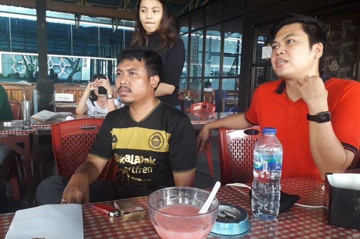 Manajer Sulut United, Mohamad Ridho (kaus hitam) .