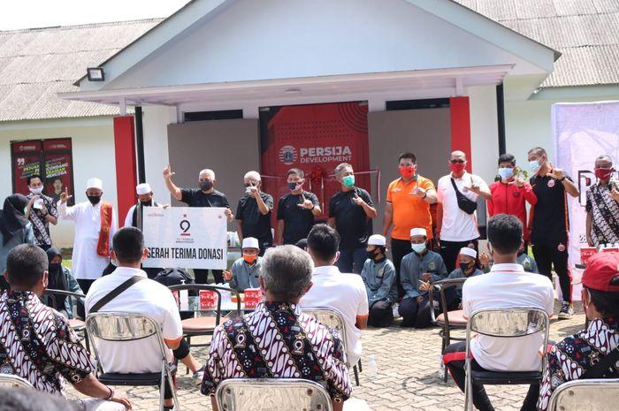 Persija Jakarta rayakan hari jadi ke 92 di Lapangan National Youth Training Center, Kawasan Sawangan, Jakarta, Sabtu (28/11/2020).