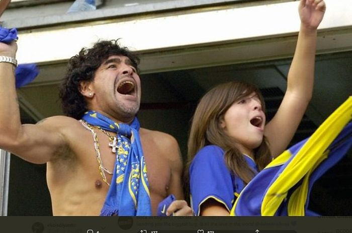 Mendiang Diego Maradona dan sang putri, Dalma kala menyaksikan laga Boca Juniors bersama-sama.