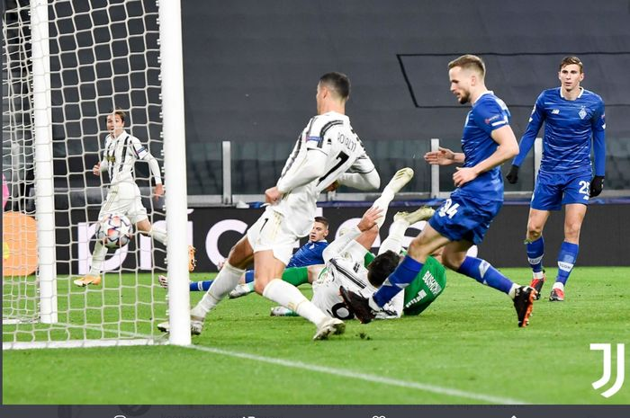 Cristiano Ronaldo mencetak gol dalam laga Juventus vs Dynamo Kyiv di Liga Champions, Rabu (2/12/2020) di Juventus Stadium.