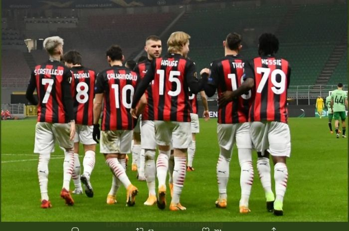 Para pemain AC Milan merayakan kemenangan ats Celtic di Liga Europa, Kamis (3/12/2020).